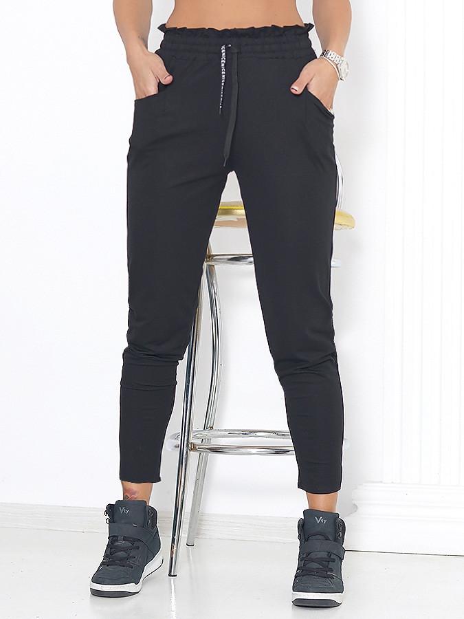 Pantalonii – piese vestimentare barbatesti, purtate cu mandrie de catre femei